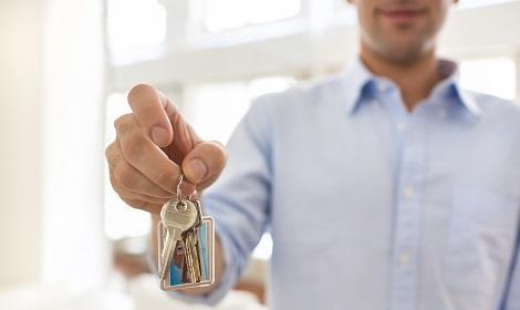 Man met sleutel